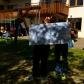 Philipp und Micha mit der Planungstafel.
